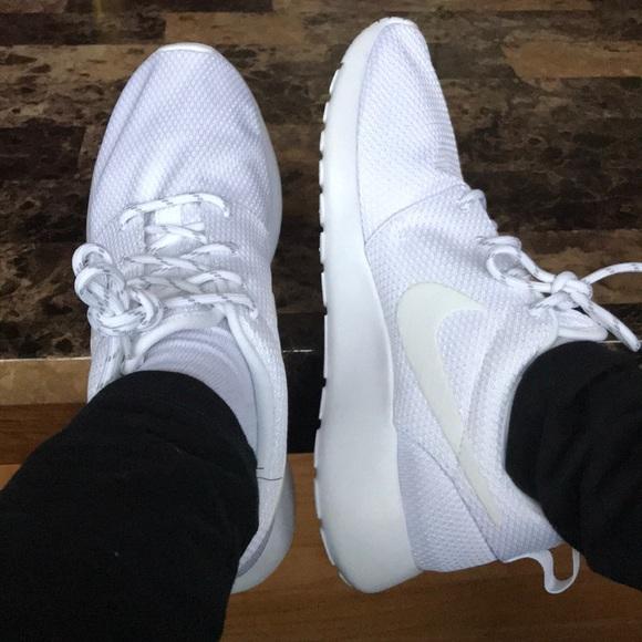 577fd715a7b4 Nike Roshe One Sneakers